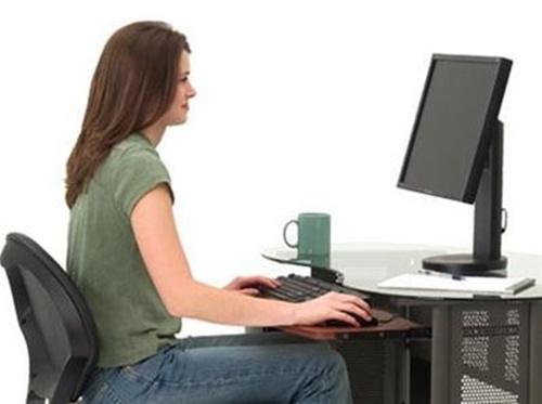 ngồi máy tính lâu làm mắt thâm quầng