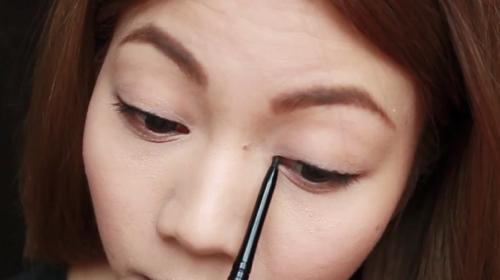 cách kẻ mắt bằng bút chì cho đôi mắt to