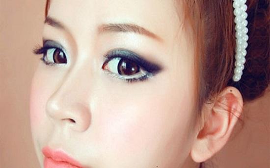 Chuyên gia trang điểm tư vấn cách vẽ mắt phù hợp với từng dáng mắt 3