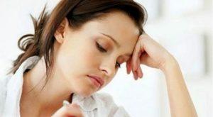 Lấy mỡ mí mắt có đau và để lại sẹo không? Chi phí bao nhiêu?