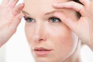 Phẫu thuật cắt da mắt có sợ bị dị tật mắt không?