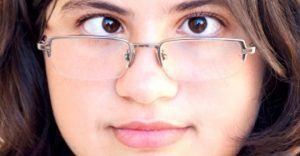 Mắt bị lé có phẫu thuật mắt được không?